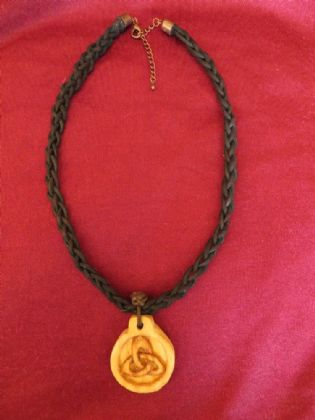 TRIQUETRA-PENDANT NECKLACE